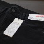 ユニクロで黒のジーンズを新調