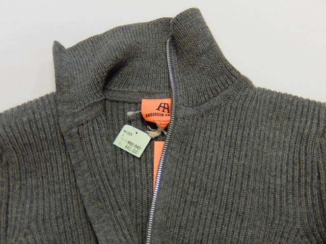 スメドレーのセールで2年落ちのジップアップセーターを買う